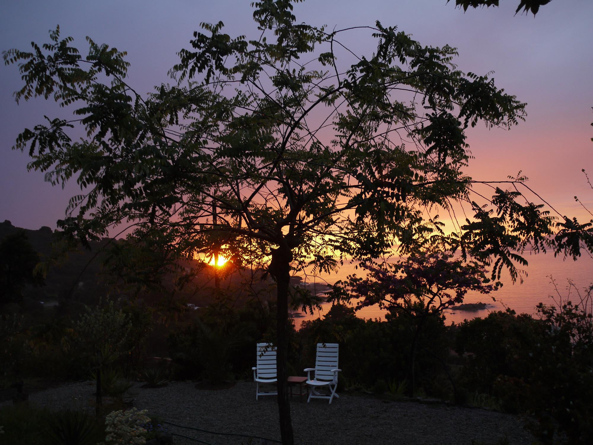 20-zonsondergang-vanuit-de-tuin